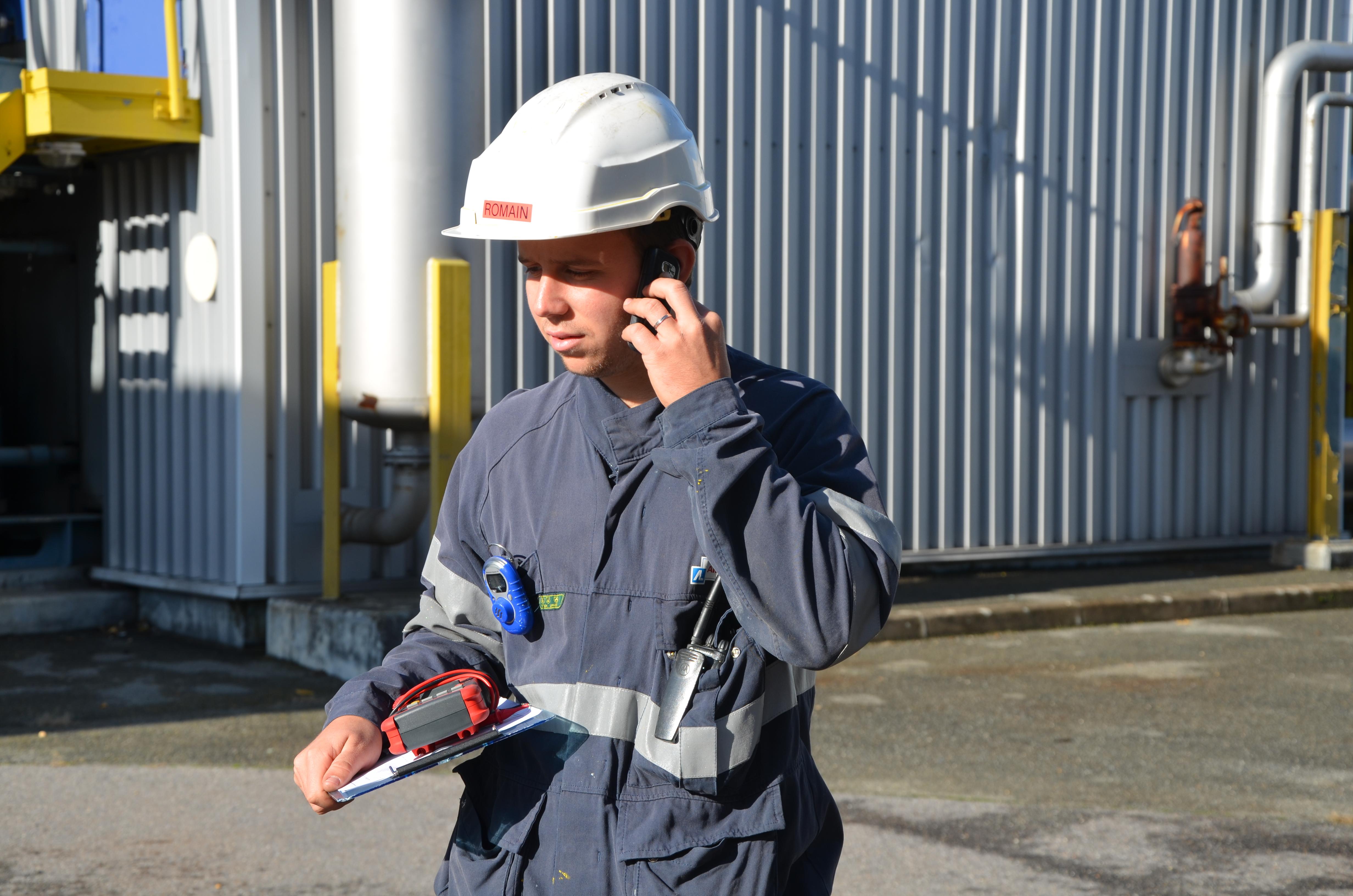 technicien au téléphone Air Liquide
